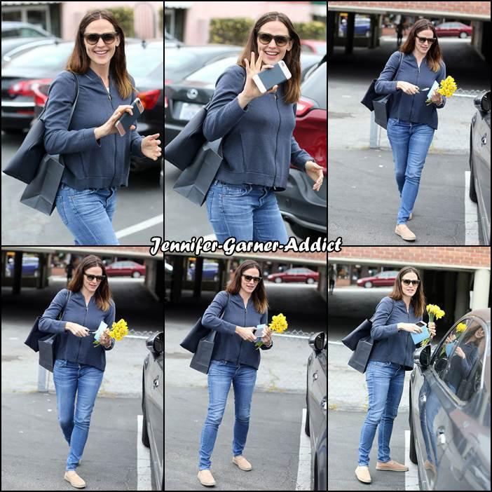 Jen a été rejoindre une amie pour prendre un café et fêter son anniversaire - le 17 Avril -