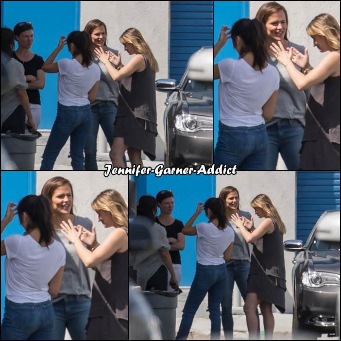 Jen avec des amis à LA - le 23 Avril -