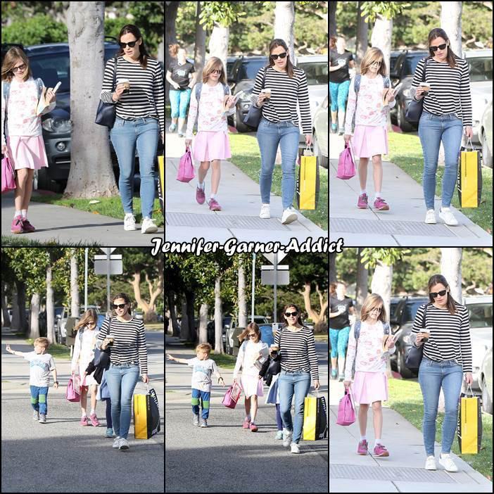 Jen et Sam sont allés chercher Violet et Séraphina à l'école - le 25 Avril -