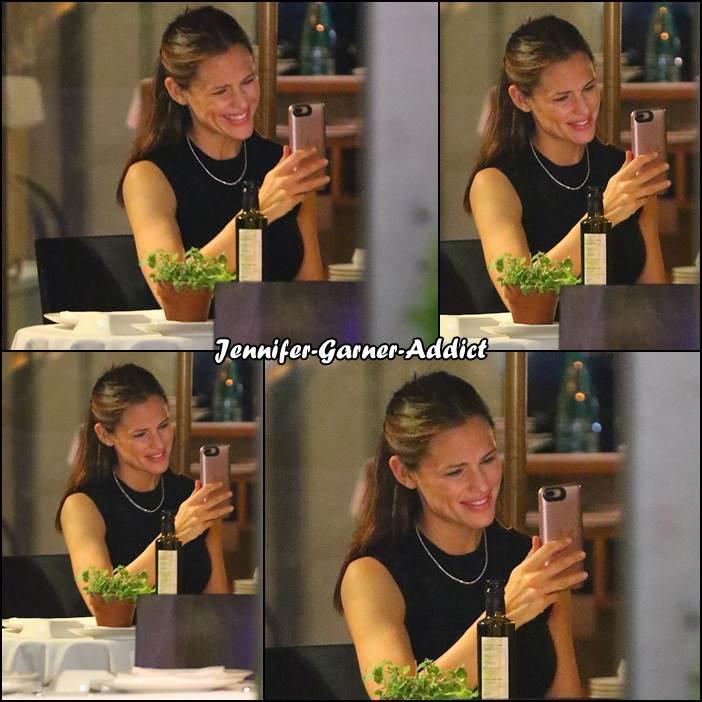Jen au restaurant à New York - le 17 Mai -