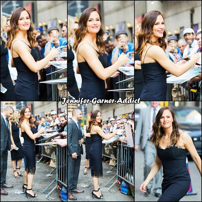 Jen arrive au Ed Sullivan Theater pour l'enregistrement du Late Show  With Stephen Colbert à New York - le 18 Mai -