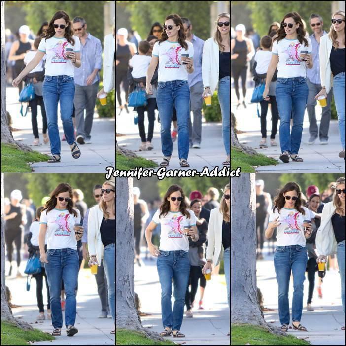 Jen a été chercher un café avec son agent et les enfants puis amener Violet et Séraphina à l'école - le 19 Mai -