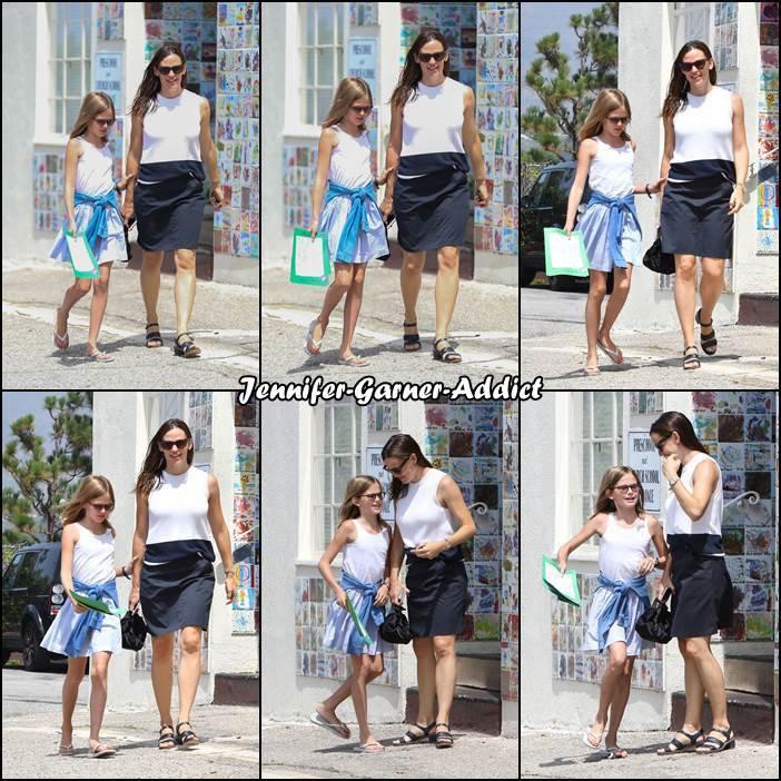 Jen et Violet sortant de l'église - le 23 Juillet -