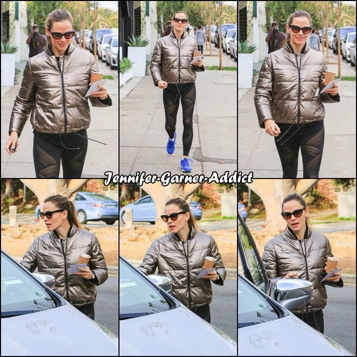 [Jen a été chercher un café au pain quotidien (français dans le texte) après son cours de gym  - le 3 Janvier -/size]