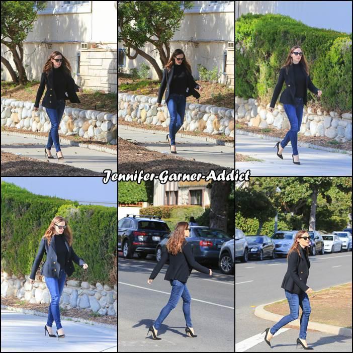 Jen a été aperçue à LA - le 27 Février -