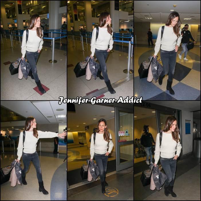 Jen à l'aéroport de Lax - le 14 Mars -