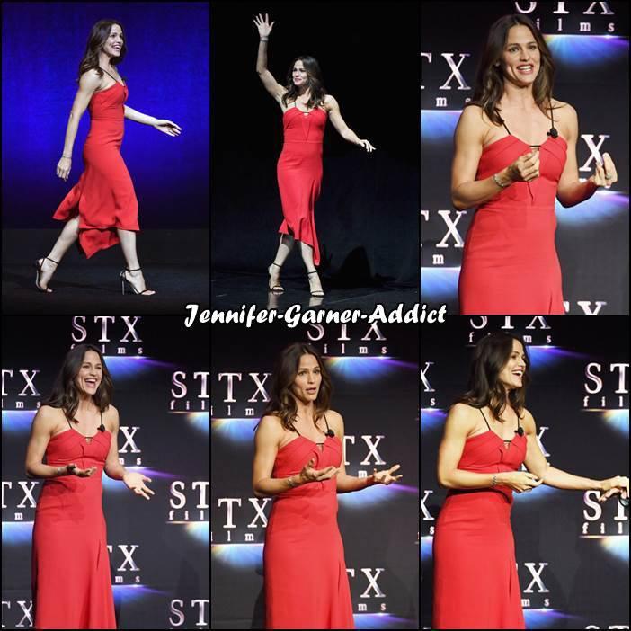 Jen a été invitée au Cinema Con qui avait lieu à Los Angeles - le 23 Avril -