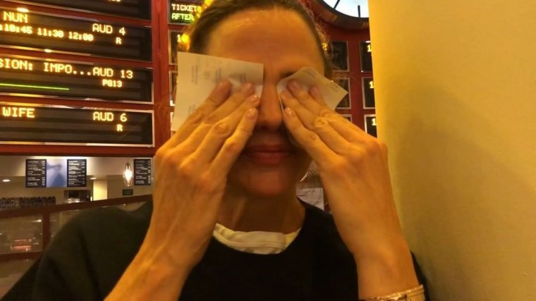 Jen a posté une vidéo sur sa venue dans un cinéma de quartier lors de la sortie de Peppermint (elle a écouté en direct les réactions des gens et était effrayée!)
