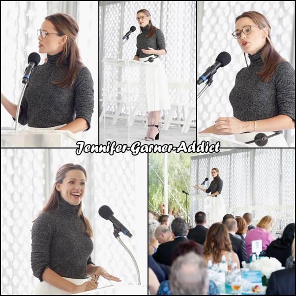 """Jen a été au repas annuel organisé par """"The Rape Foundation"""" au profit  du """"The Rape Treatment Center And Stuart House"""" de Santa Monica - le 7 Octobre - à Beverly Hills"""