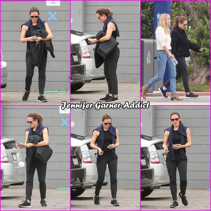 Jen a été à la gym avec son agent et amie - le 23 Octobre -