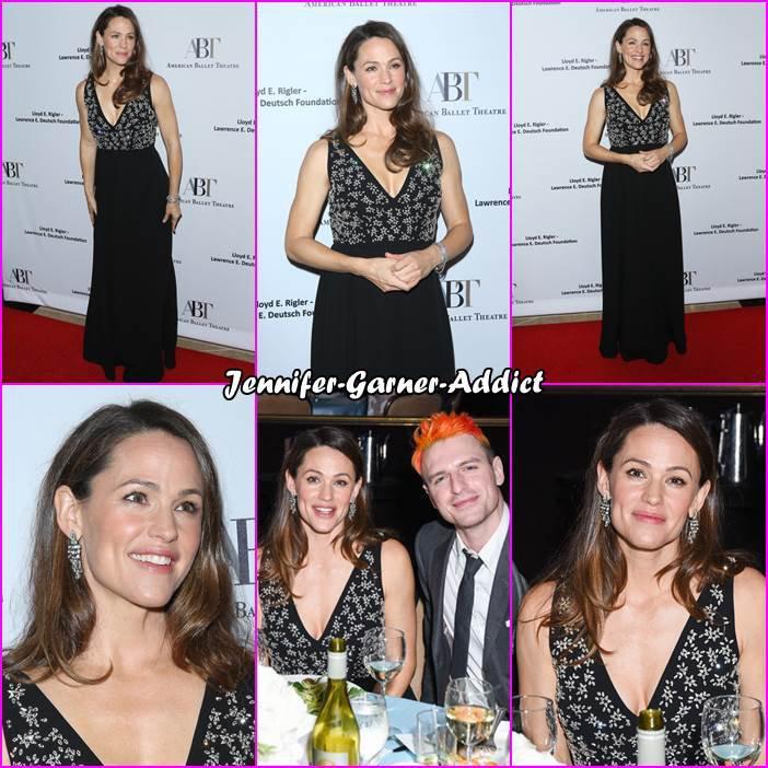 Jen était au American Ballet Theatre's Annual Holiday Benefit qui avait lieu au The Beverly Hilton Hotel - le 17 Décembre -
