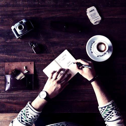 """. . """" La possibilité d'échapper à ce monde sinistre est dure et pourtant l'écriture le fait. """" Blanche.. ."""