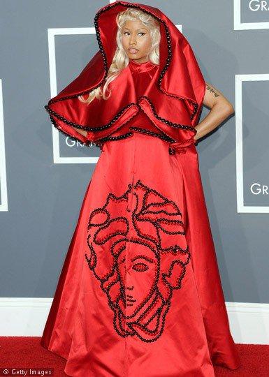 Nicki Minaj en Versace @ Grammy Awards