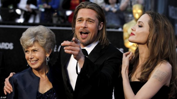 Angelina Jolie en Versace aux Oscars ♥