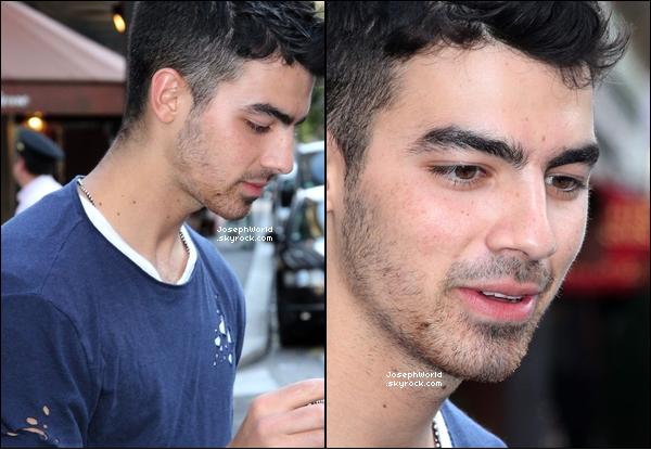 JosephWorld 27.07.2011 :__Mister Danger à été aperçu devant son hôtel à Paris.____ JosephWorld