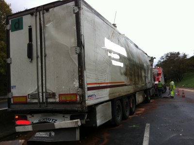Le 05 11 2011 7h00 autoroute a 10 un pl se couche une - Transporter un frigo couche ...