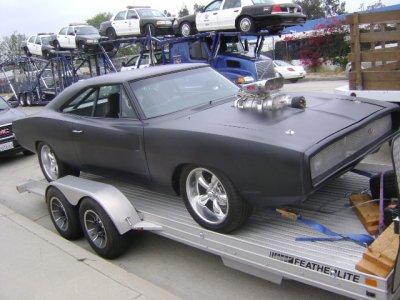ma passions premier depuis lomgtemps : dodge charger r/t 1970 noir (mate de preférence) avec le carburateur qui sort du capot
