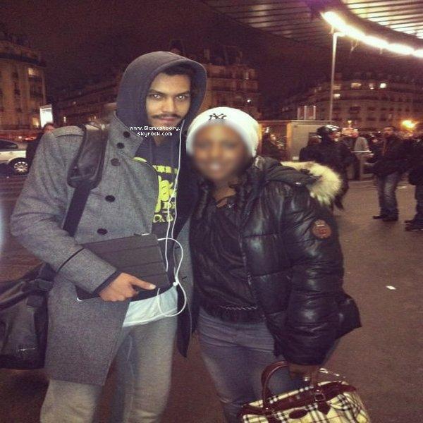 ◊   G L A M x S T 0 0 R Y ___* ;  Daniel à la Gare de Lyon avec ses fans.