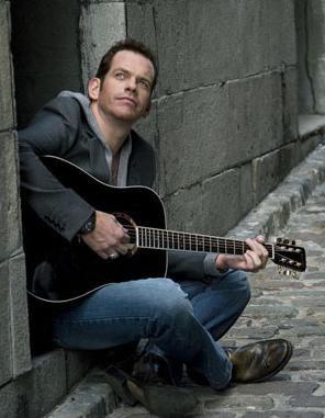 avec une guitare il est trop beau