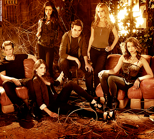 Photo promotionnelle de The Secret Circle avec tout le cast.