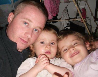 Océane et Floriane avec leur papa