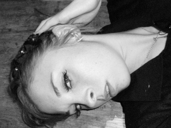 Charlotte / 16 ans / amoureuse / Lycée