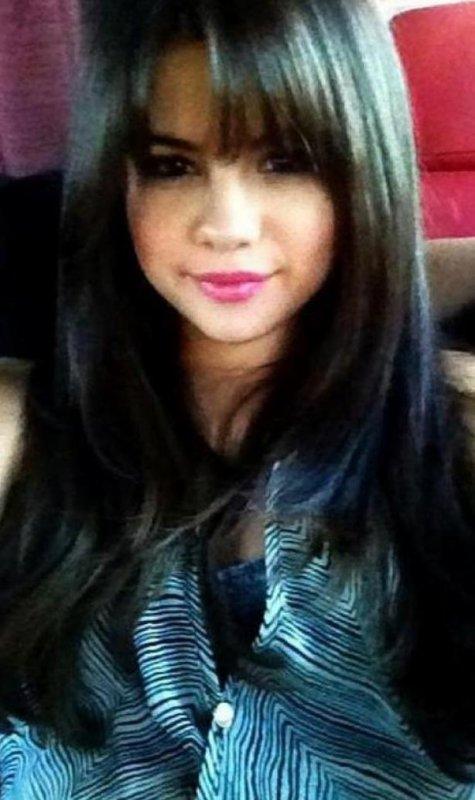 Selena Gomez à encore une nouvelle coupe de cheveux elle en a eu 3 en 4 mois mais celle là est pour son tout nouveau film !! :D