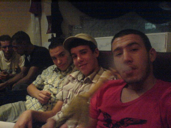 moiii et moustafa et sid ahmeeed au chicha club