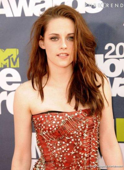 "MTV Award 2011: quand le vampire de ""Twilight"" embrasse ... le loup-garou !"