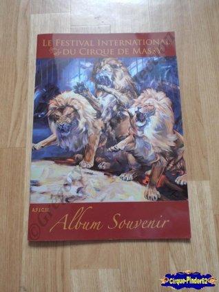 "Livre ""Le Festival International du Cirque de Massy"""