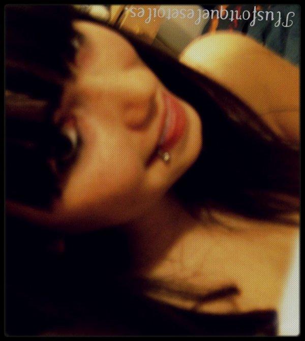 Si l'amour est un crime, fait de moi ta victime mais si l'amour rend malade, je creverais pour toi. ♥