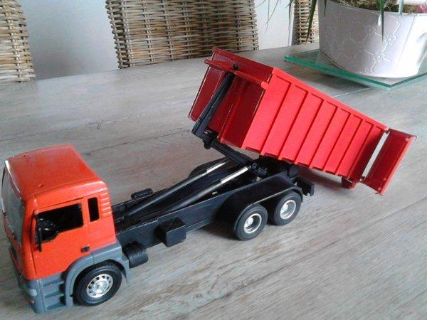 """L""""ensemble Camion MAN avec la caisse"""