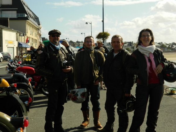LE SOURIRE  EN ROYAL ENFIELD  ( ROYAL TY 25/09/16 )
