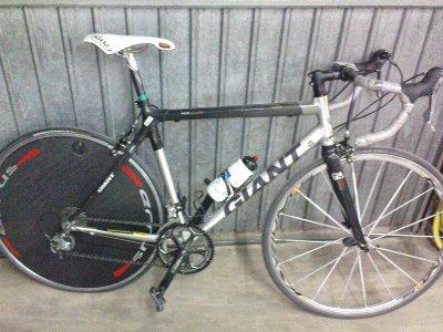 mon bike avec la roue de contre la montre