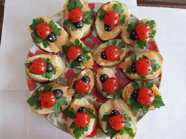 toast petite tomate cerise olives et saumon citron coriandre et beaucoup d'imagination