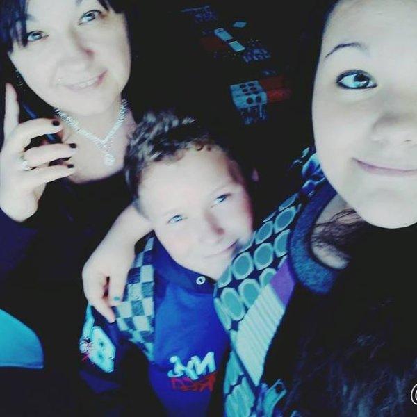 moi , ma mère et mon petit frère