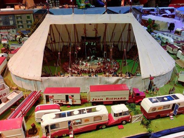 8 salon maquette de cirque paris 2018 cirque jean richard nenecircus 62. Black Bedroom Furniture Sets. Home Design Ideas