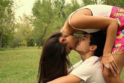 Je préfèrerais avoir senti une fois l'odeur de ses cheveux, un baiser de sa bouche, un frôlement de sa main plutôt que l'éternité sans