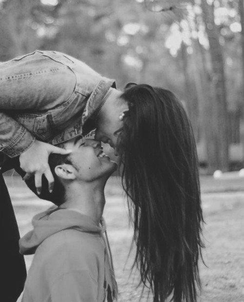 Image D Amoureux Qui S Embrasse le plus remarquable, c'est que le comportement amoureux soit si