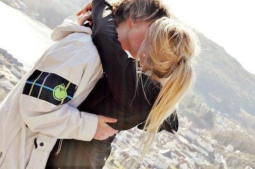 Aime-moi comme tu n'as jamais aimé; aime-moi aussi fort que je t'aime.