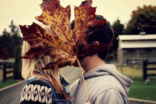 On ferme les yeux quand on s'embrasse, on rêve, pleure et imagine. Parce que les plus belles choses de ce monde sont invisibles.