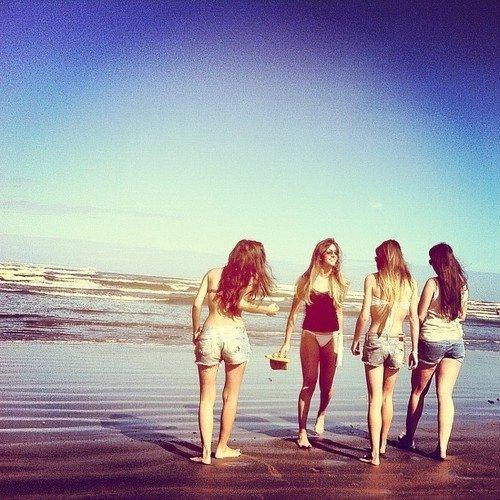 Un ami est une étoile éclairant le chemin de chacun jusqu'à son bonheur personnel