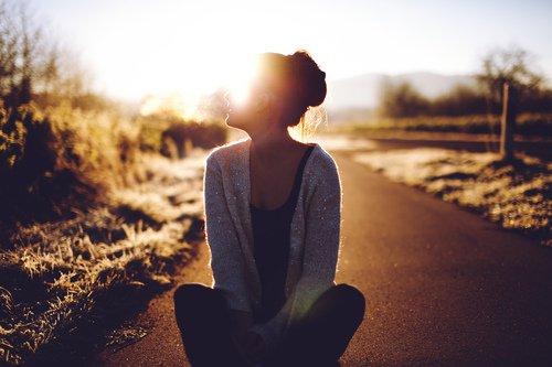 Il ne faut pas oublier que, tandis que le partage de la joie en accroît l'étendue sur cette terre, le partage de la douleur n'en diminue pas la somme.