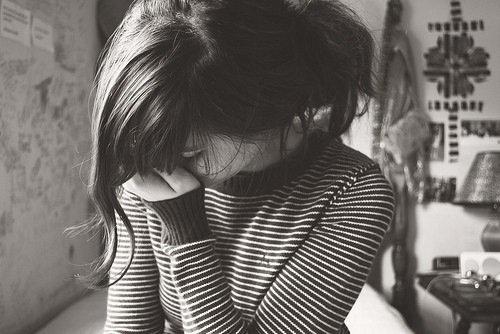 Si une fille est assez stupide pour continuer à t'aimer alors que tu lui a brisé le c½ur, cherche pas..c'est la bonne.