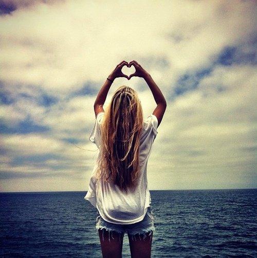 Nous avons beau faire le tour du monde à la recherche de la beauté, si nous ne l'avons pas apportée avec nous, nous ne la trouverons jamais.
