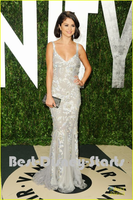 26/02 : Selena Gomez : Vanity Fair Oscar Party Pretty