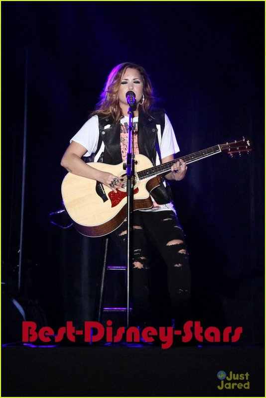 02/03 : Demi Lovato: Strawberry Festival Sweetie
