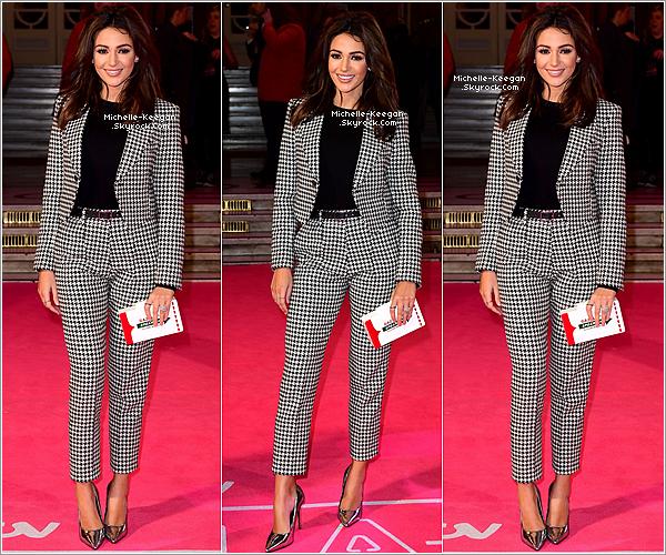 24/11/16 : Michelle Keegan lors de la soirée de gala organisée par ITV à Londres, devant les studios d'ITV.