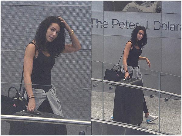 13/01/17 : Michelle à l'aéroport de Miami, pour aller voir son mari Mark qui travaille sur un nouveau show là bas.