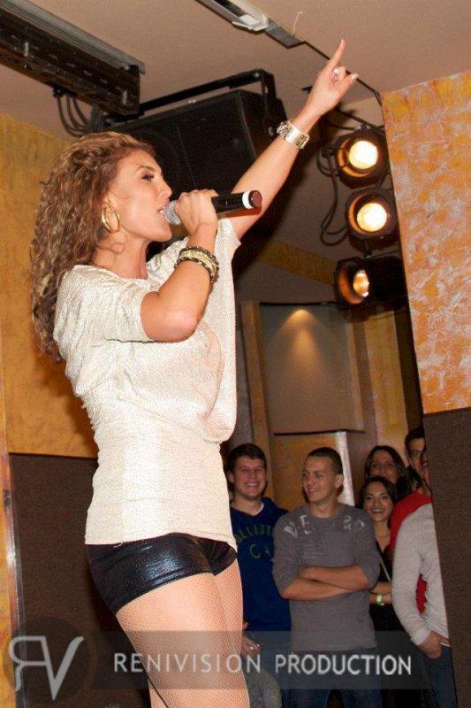 Genta Ismajli - Jeton's Party